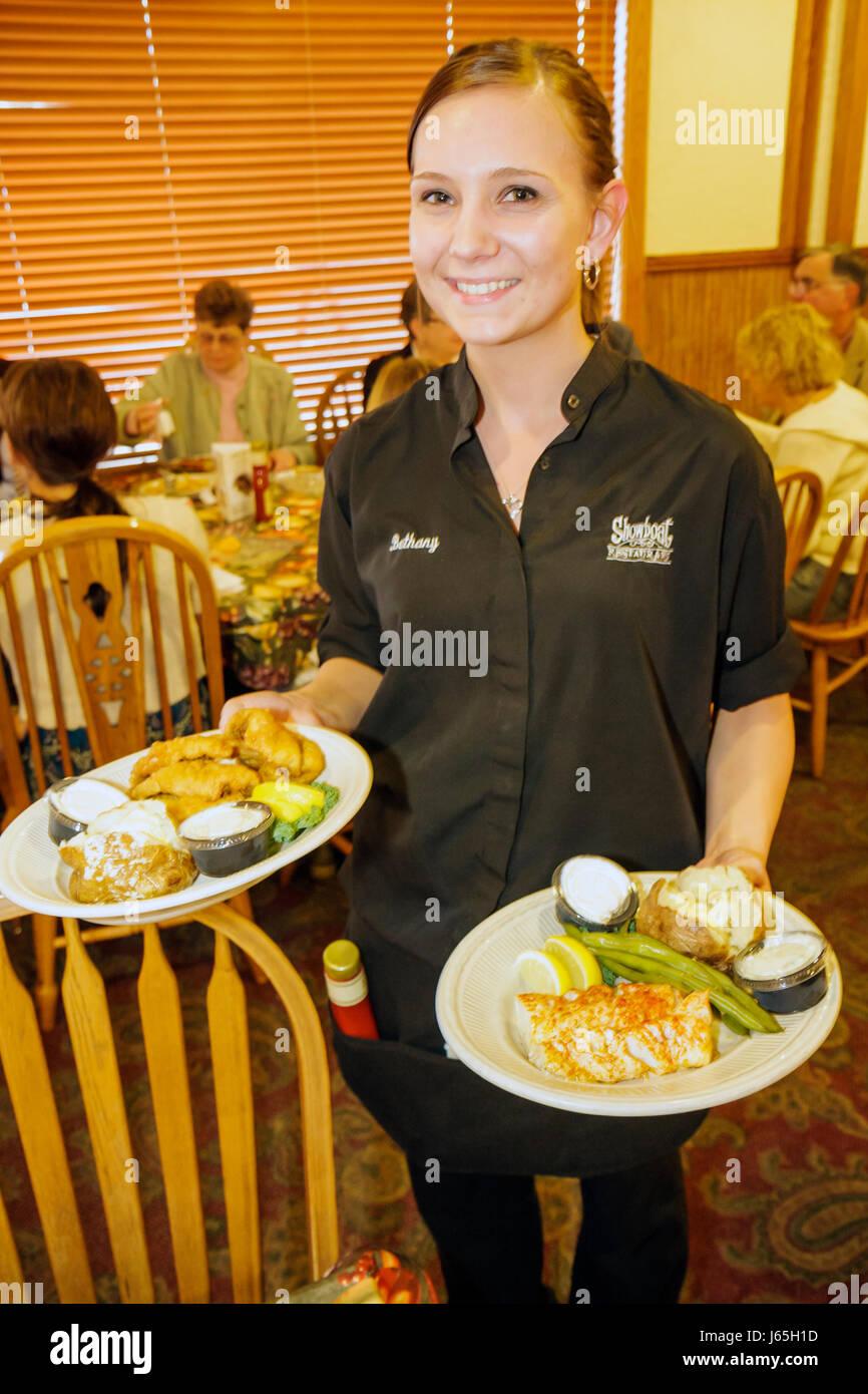 Michigan Chesaning exhibicionista Restaurante cenas familiares sillas mesa de negocios diners mujer Camarera trabajo Imagen De Stock