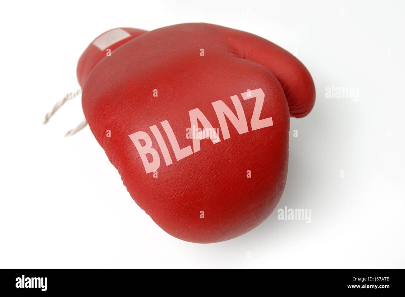 Balance contable guante de boxeo resultado cuentas anuales constituyen el Foto de stock