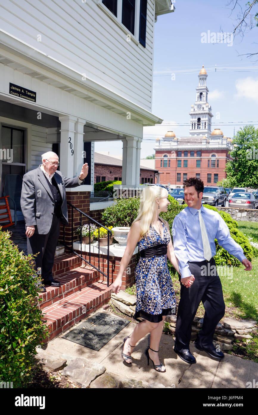 Sevierville, Tennessee Jimmie Templo comisionado del condado de ceremonia civil de matrimonio mujer hombre pareja Imagen De Stock