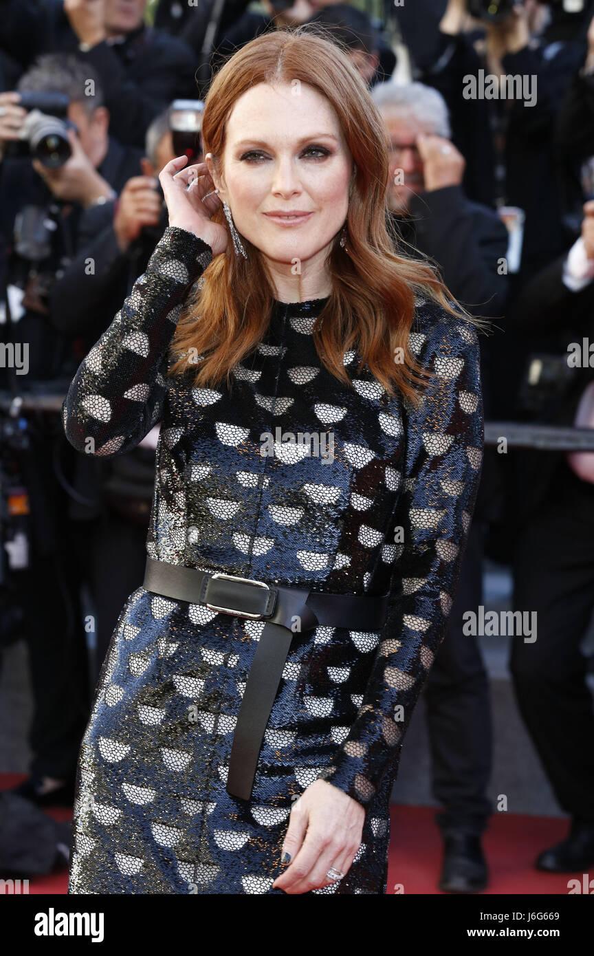 Cannes, Francia. 19 de mayo de 2017. Julianne Moore en el estreno de 'Okja' durante la 70ª edición Imagen De Stock