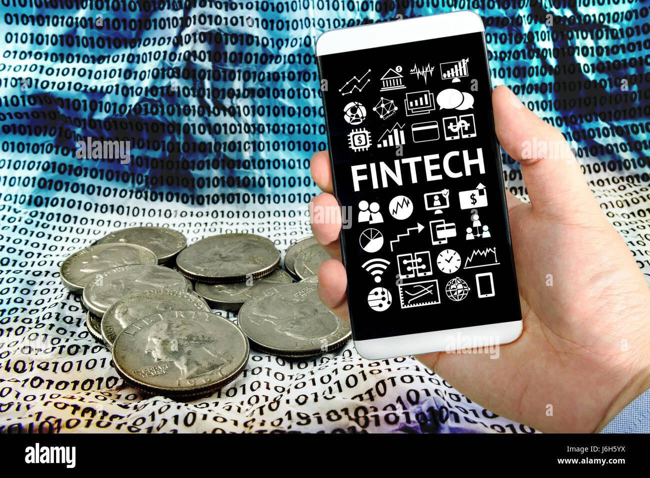 Inversión Fintech financiera Concepto de tecnología de Internet. Empresario mano sujetando smartphone , Tecnología Foto de stock