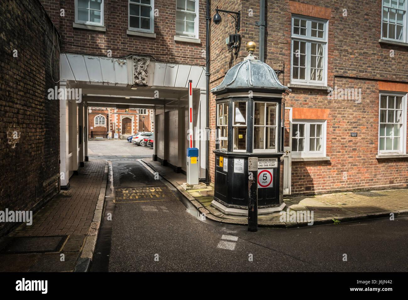 Acceso vehicular a la Honorable Sociedad de Gray's Inn, comúnmente conocido como Gray's Inn, Londres, Imagen De Stock