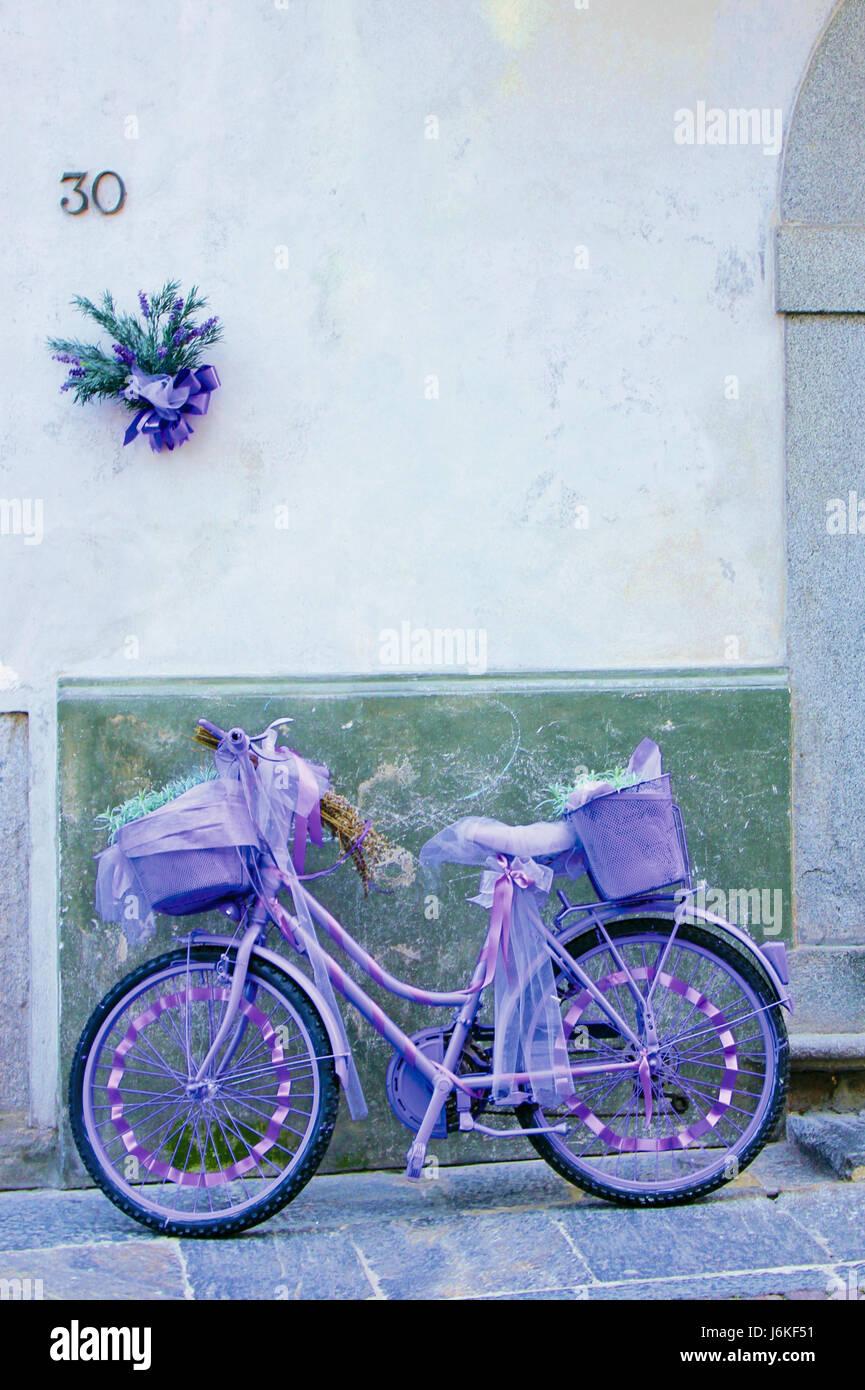Lavanda bicicletta- bike púrpura Imagen De Stock