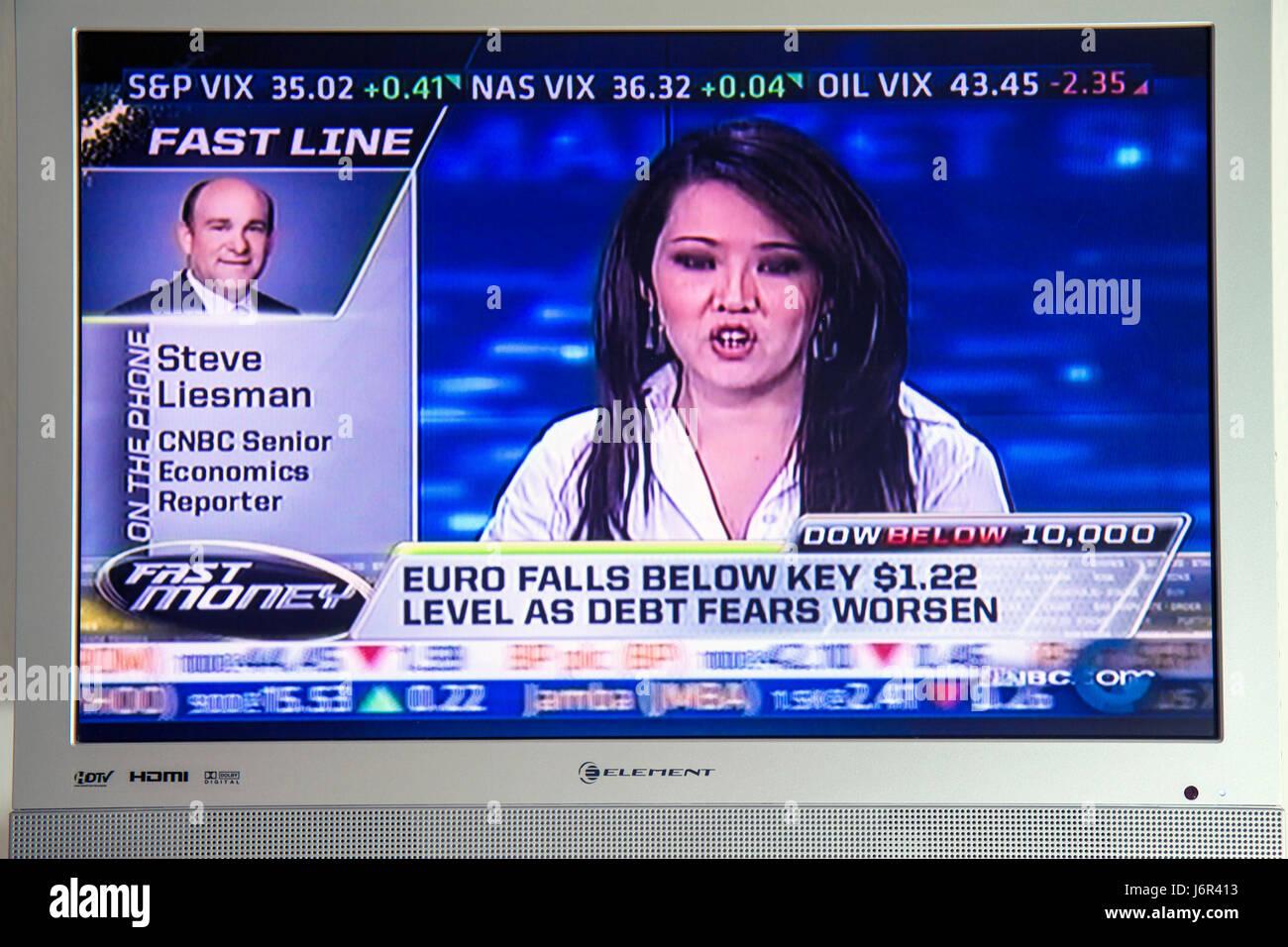 Crisis financiera Euro temor Eurozona noticias EEU monedas la deuda bancaria TV pantalla plana de televisión Foto de stock