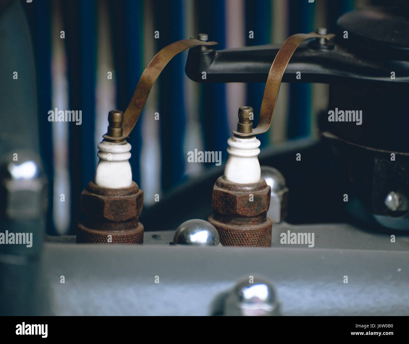 Bujías motor viejo coche Foto de stock