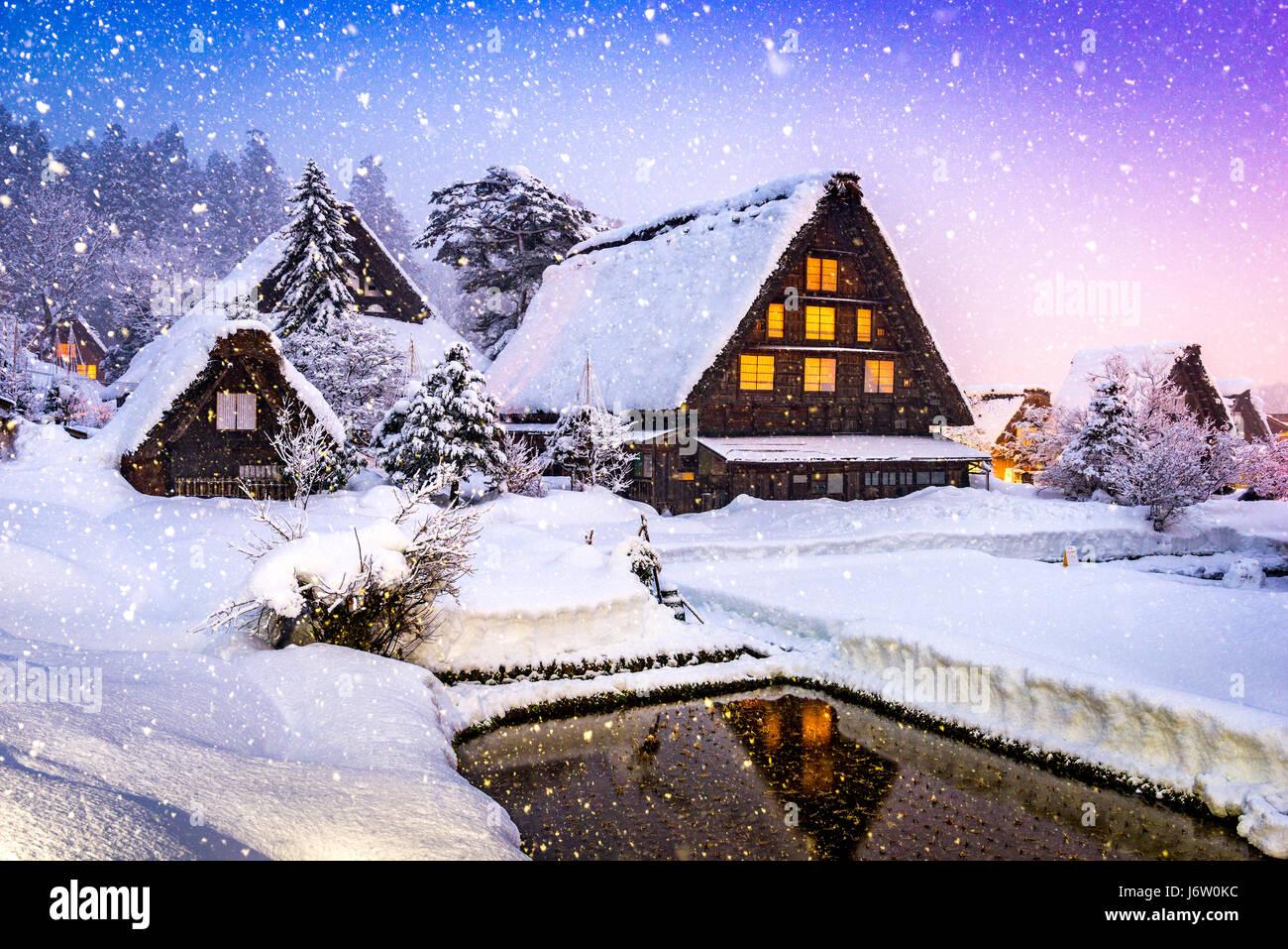 Shirakawago, Japón histórico pueblo de invierno. Imagen De Stock