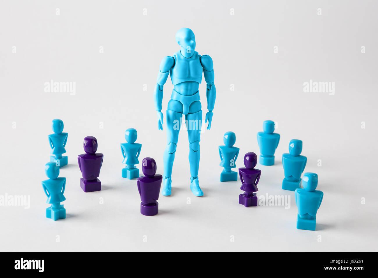Figurilla masculina fuerte prestigio entre faceles lookalike figuritas. Búsqueda de la identidad, destacan Imagen De Stock