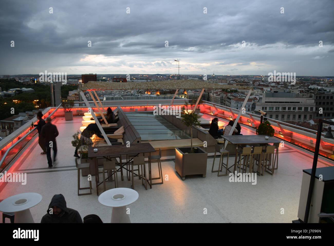 Rooftop Bar & Restaurante, Tartan de techo en la parte superior del Círculo de Bellas Artes, Madrid, España Imagen De Stock
