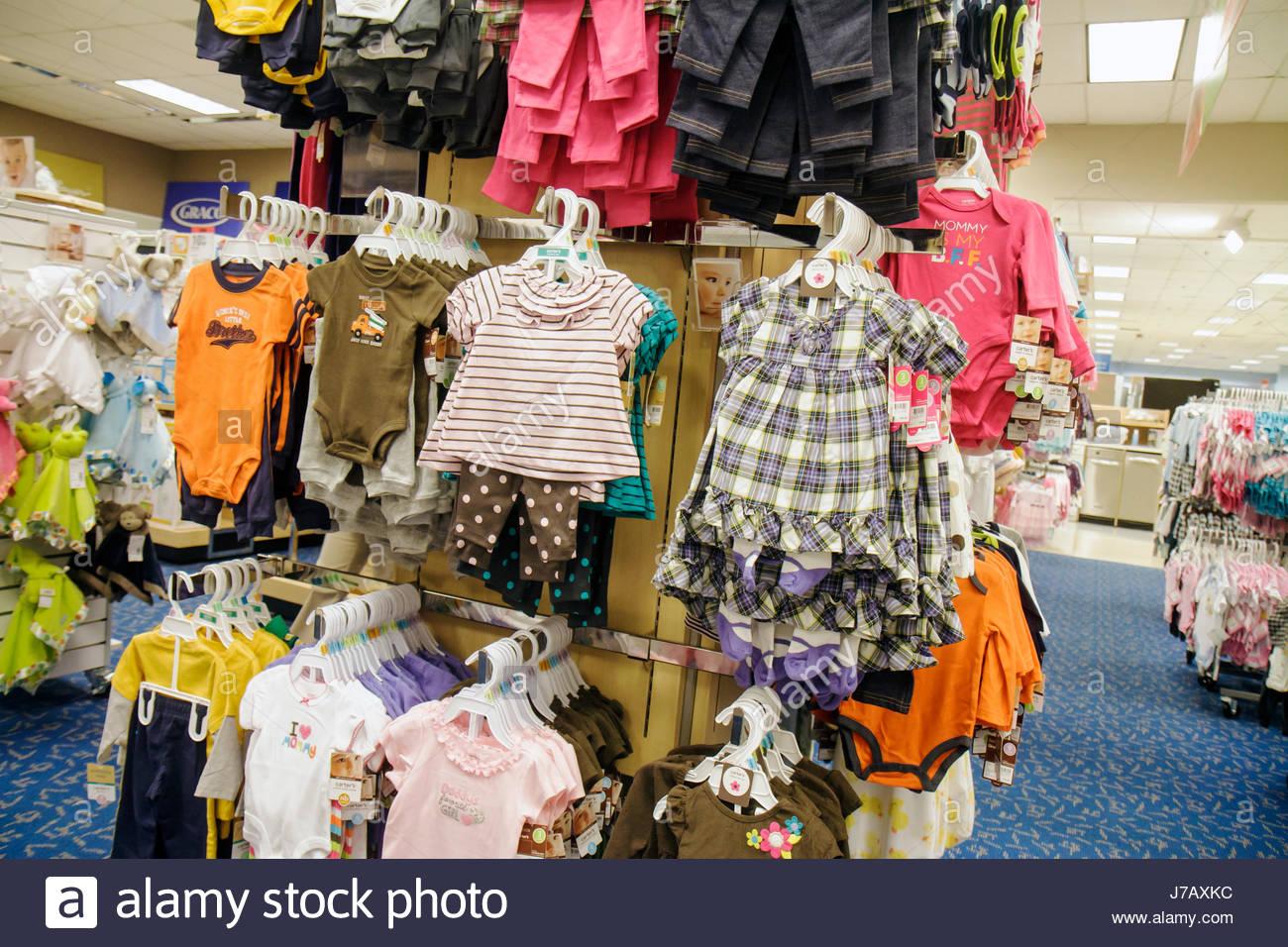 Miami Florida Aventura Mall Shopping expositor para venta departamento Sears tienda de ropa para niños moda Imagen De Stock