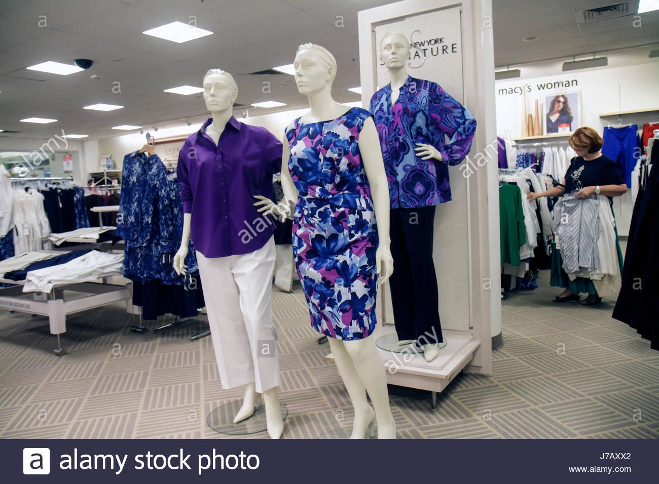 c6a82254ea7 Florida Miami Dadeland Mall Shopping expositor para la venta de los grandes  almacenes Macy s ropa mujer maniqui