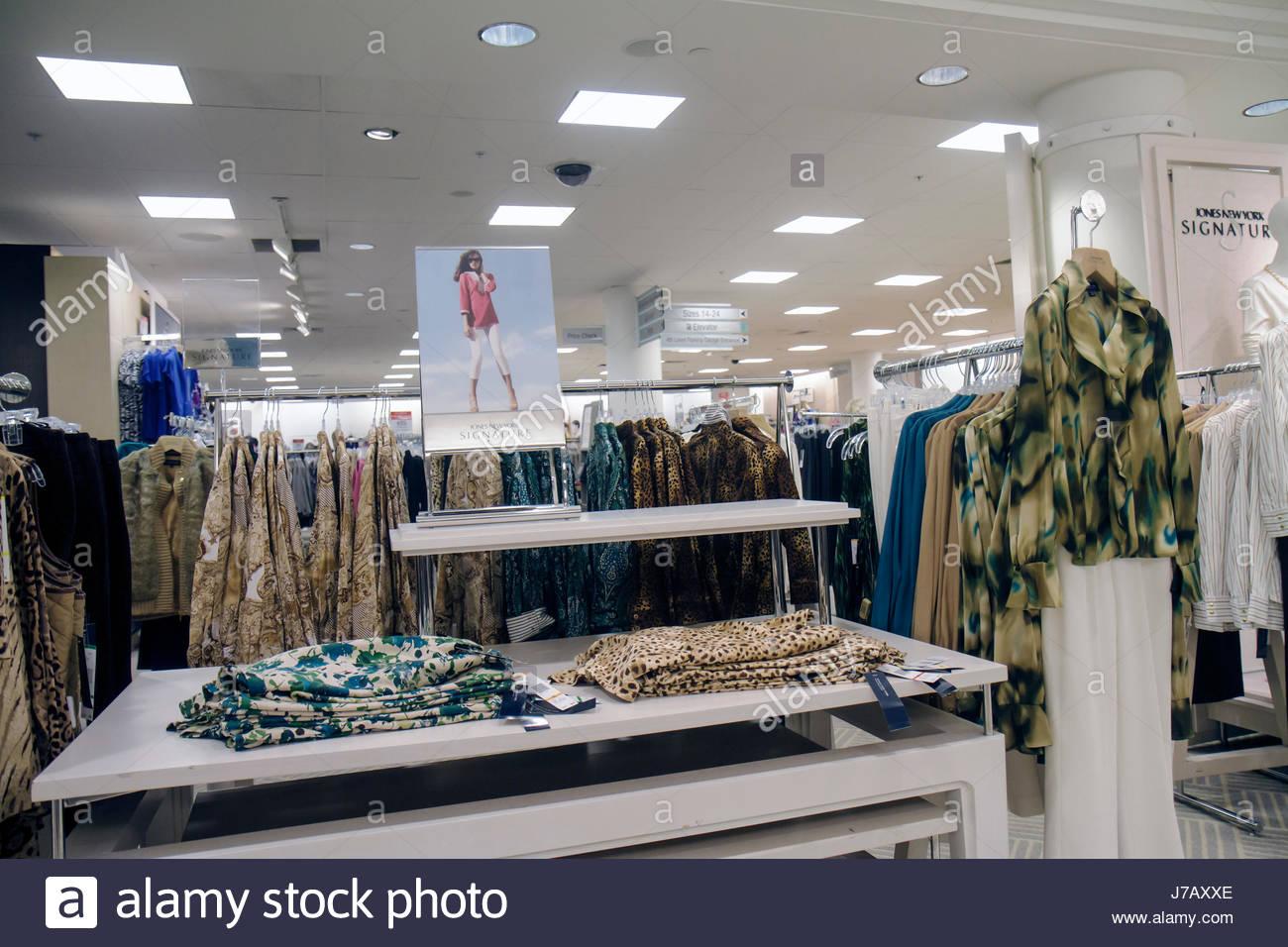 ae914830f Florida Miami Dadeland Mall Shopping expositor para la venta de los grandes  almacenes Macy s ropa de