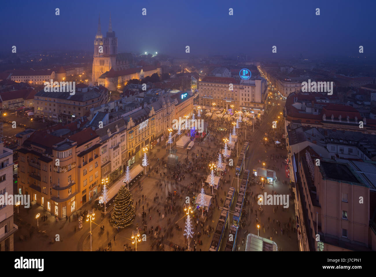 El centro de la ciudad de Zagreb decorado durante el Adviento, Croacia Imagen De Stock