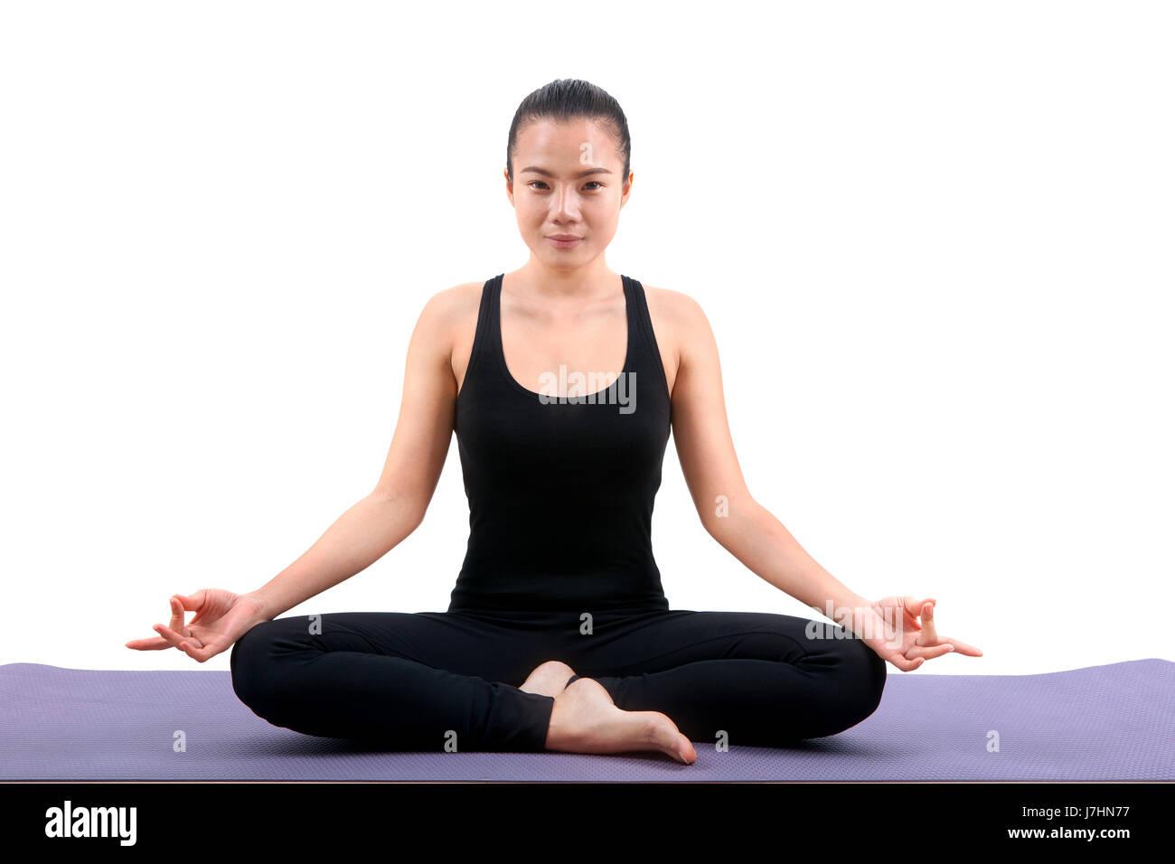 8561d2c6b Retrato de mujer asiática vistiendo traje de cuerpo negro sentado en  posición de meditación yoga Imagen
