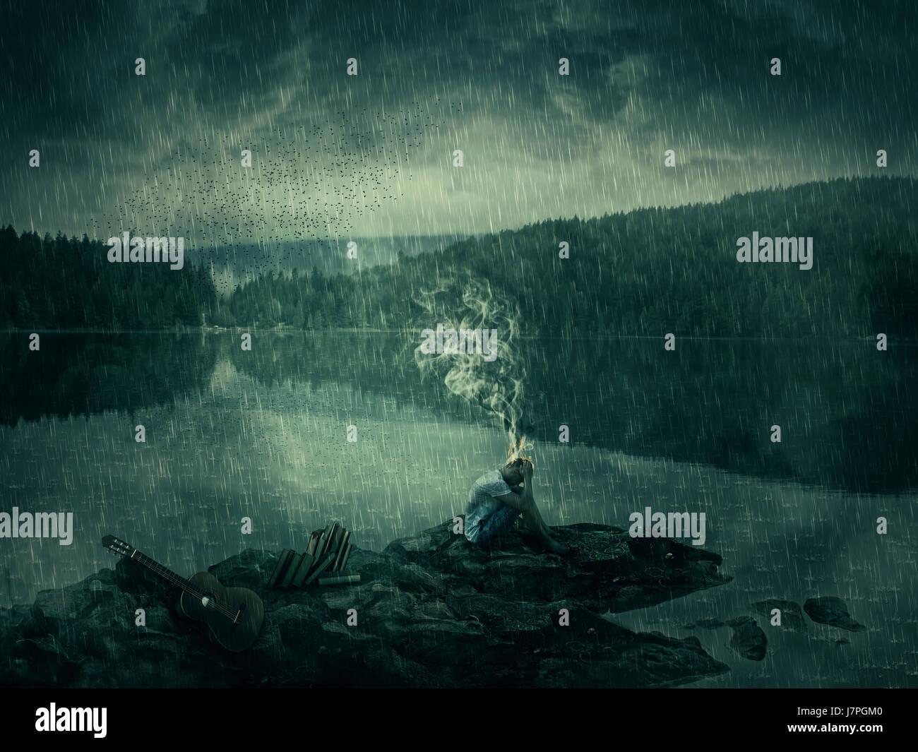 Joven, artista con una guitarra y libros, sentarse en una orilla rocosa cerca del lago y el bosque. Mal humor, pensamiento Imagen De Stock