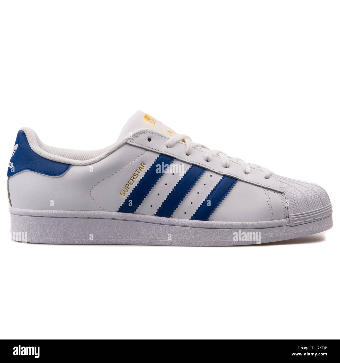Adidas White Sneakers Imágenes De Stock & Adidas White