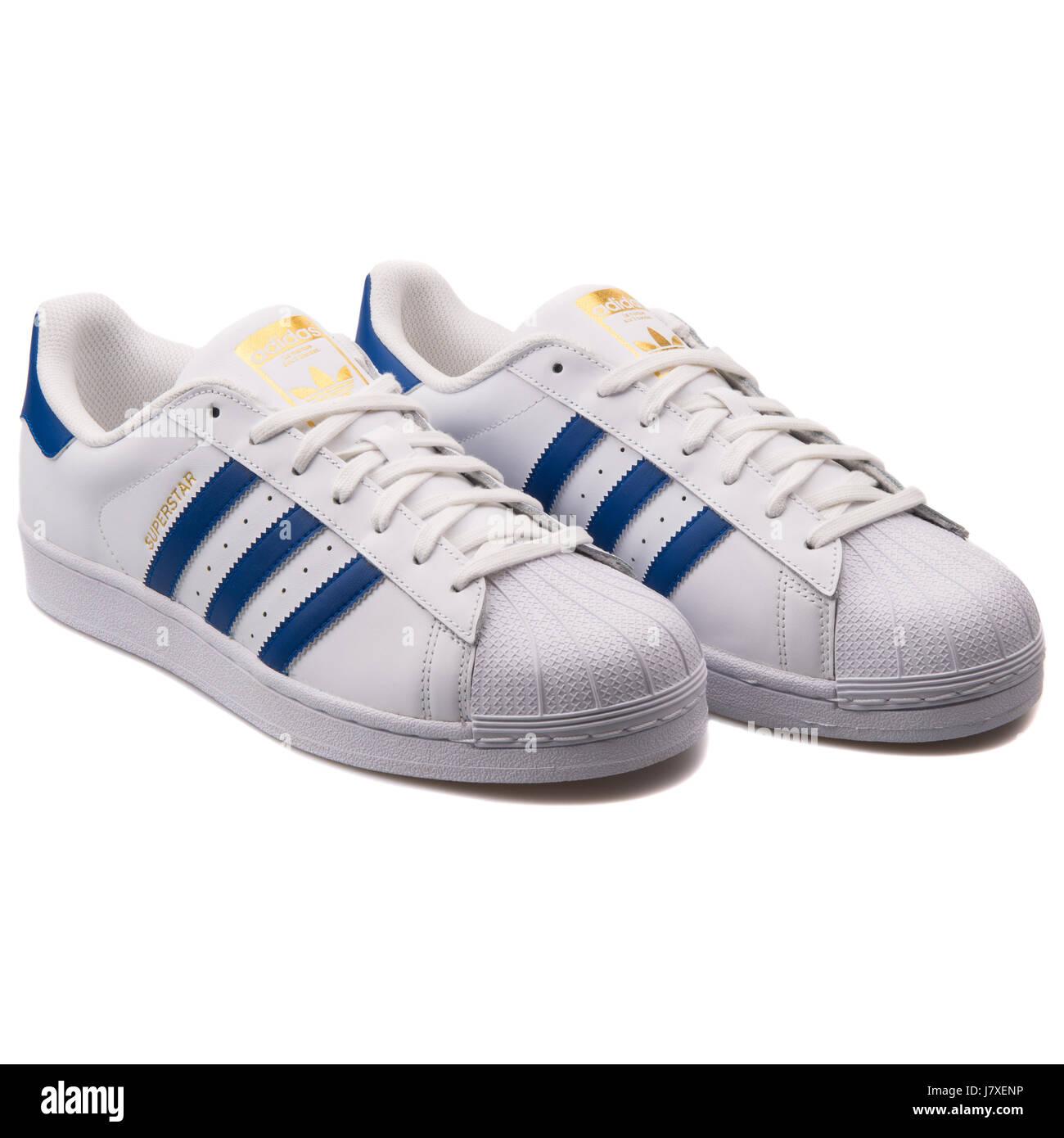 big sale e682b cd436 Adidas Superstar Foundation Hombre de cuero blanco con azul Sneakers -  B27141 Imagen De Stock