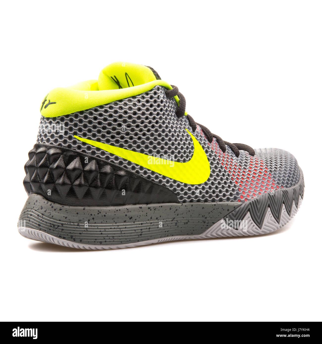 7a063799b1d95 Nike Kyrie 1 hombres gris zapatillas de baloncesto - 705277-270 Foto ...