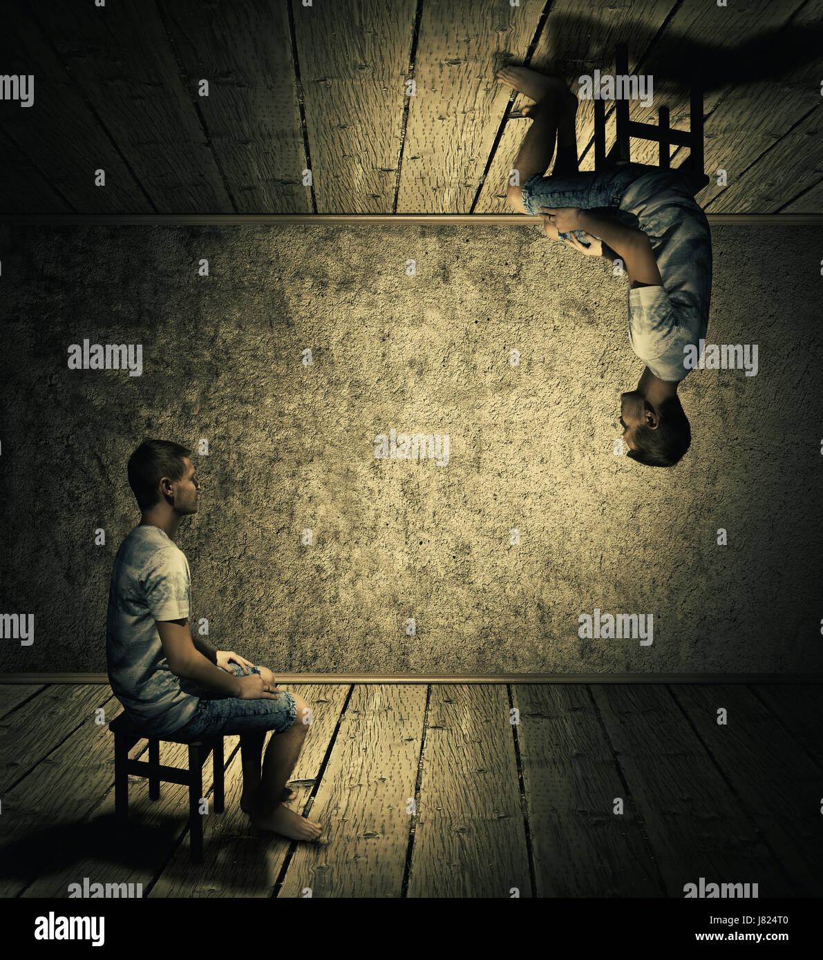 La idea creativa de concepto con un hombre sentado en una habitación oscura arriba y abajo mirando en cada uno de los otros dos. Mundo paralelo conceptual, realidad alternativa, FIC Foto de stock