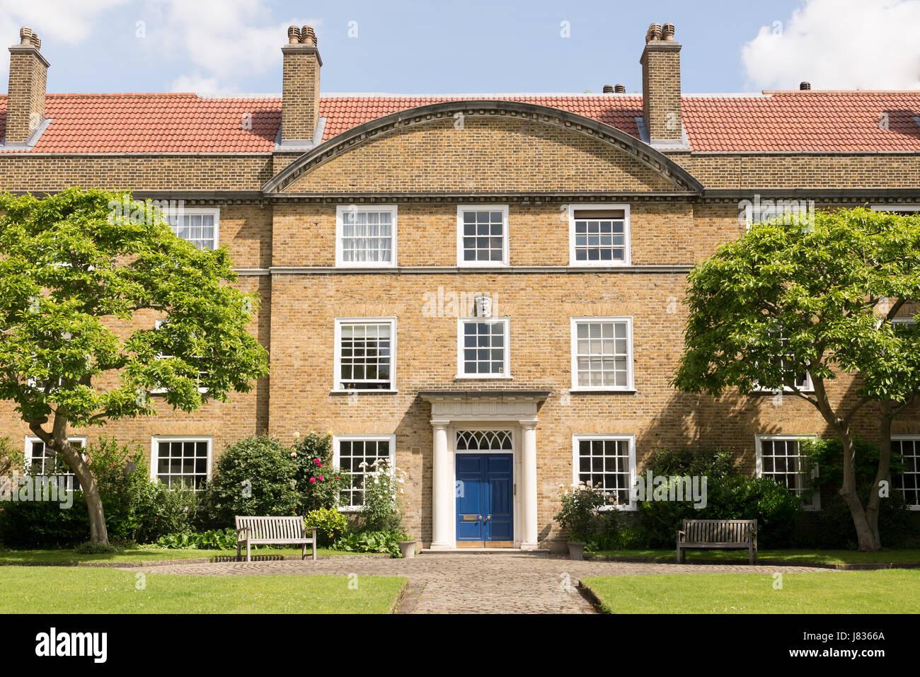 Fachada exterior de una mansi n georgiana brit nica for Fachada de la casa clasica