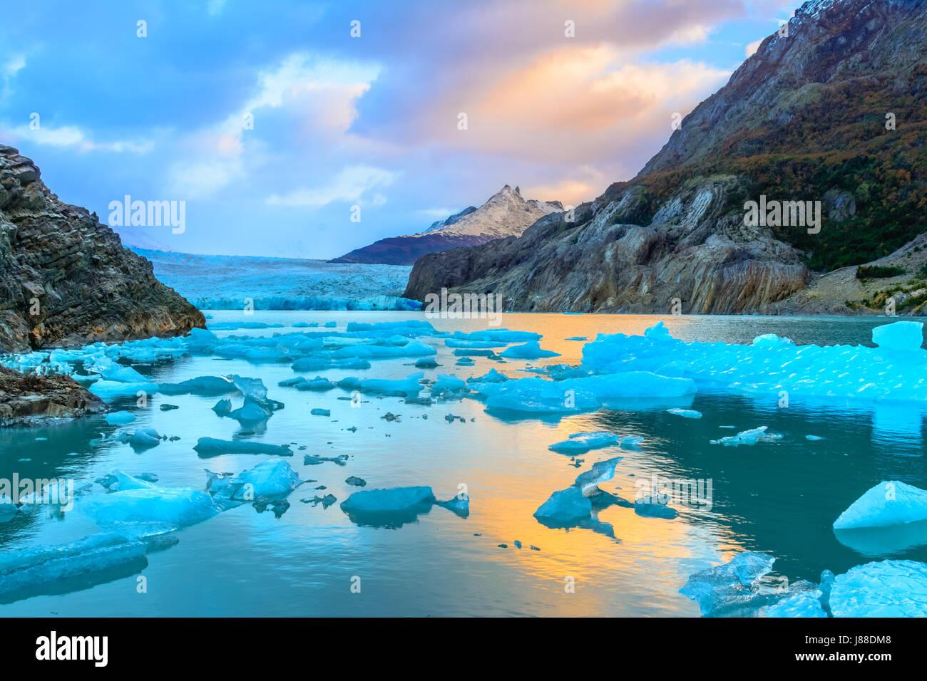 Glaciar Grey,Patagonia, Chile - un glaciar en el Campo de Hielo Patagónico Sur, la Cordillera del Paine. Imagen De Stock