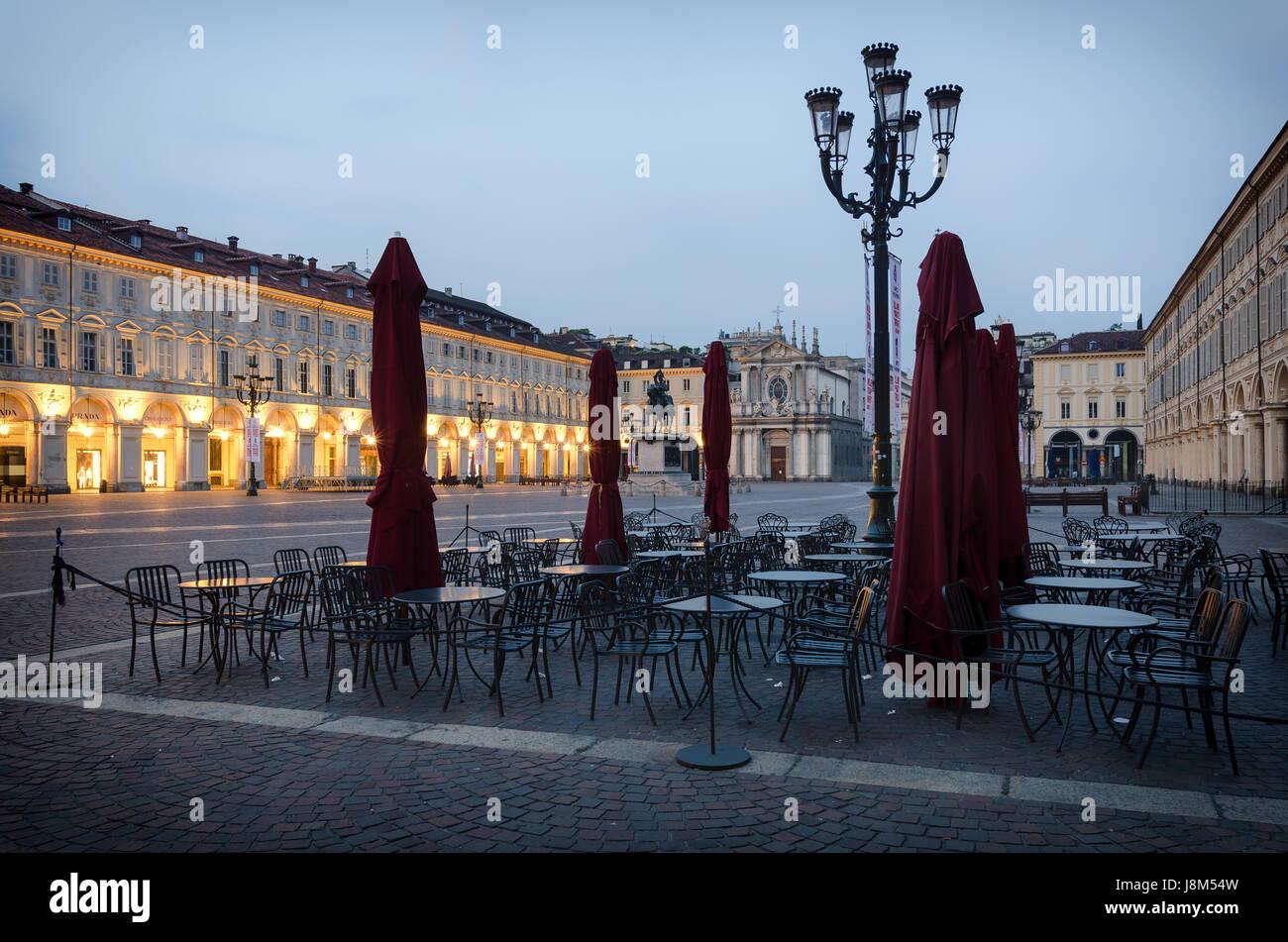 Piazza San Carlo de Turín en penumbra Foto de stock