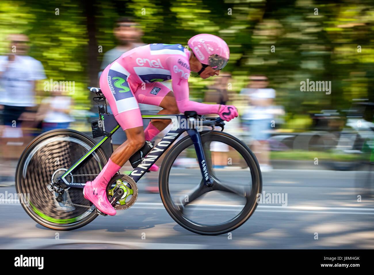 """Monza, Italia - 28 de mayo de 2017. Los ciclistas en la última etapa del """"Giro d'Italia 2017 terminan Imagen De Stock"""