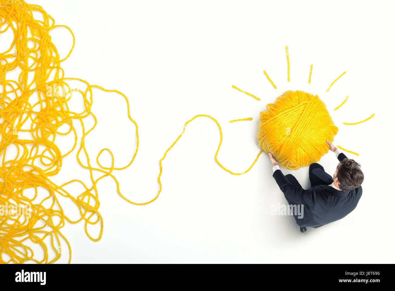 Concepto de solución e innovación con ovillo de lana Imagen De Stock