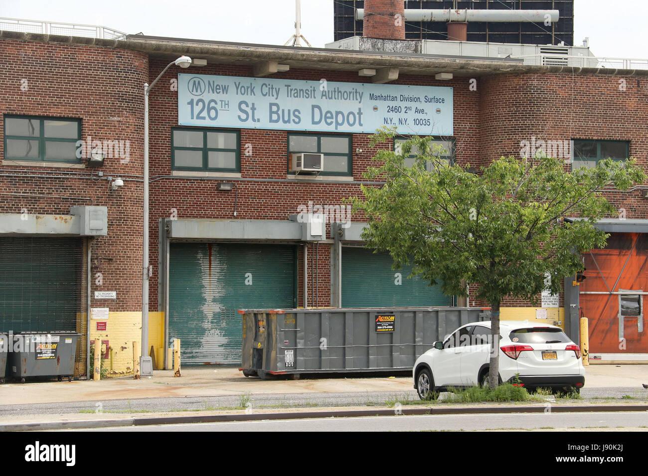 6671979f6 nueva-york-nueva-york-estados-unidos-30-de-mayo-de-2017-una-vista-de-la-antigua-estacion-de-autobuses-de-la-calle-126a-en-la-parte-superior-de-manhattan-los  ...
