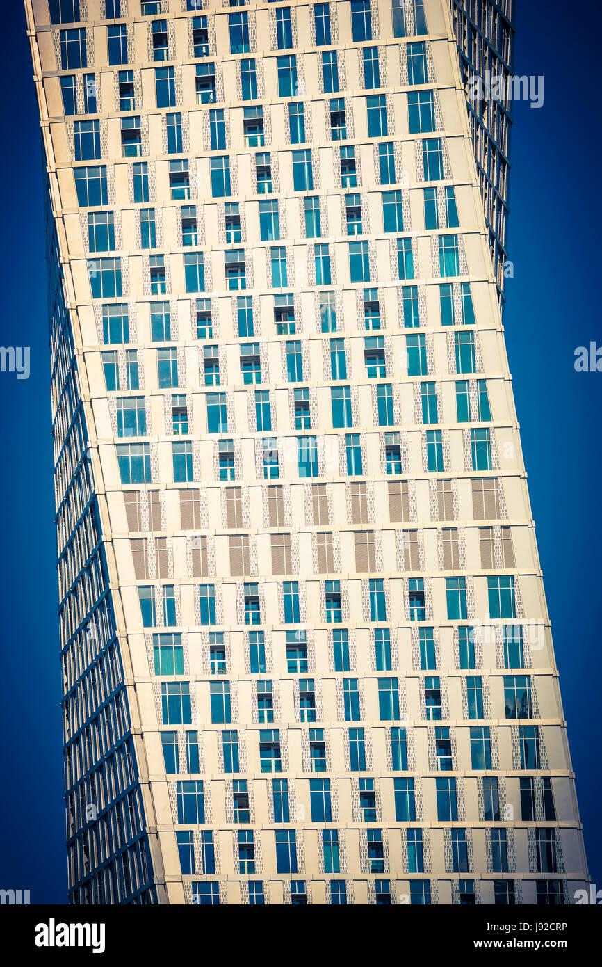 La arquitectura moderna abstracto, Dubai Cayan torre trenzado Foto de stock