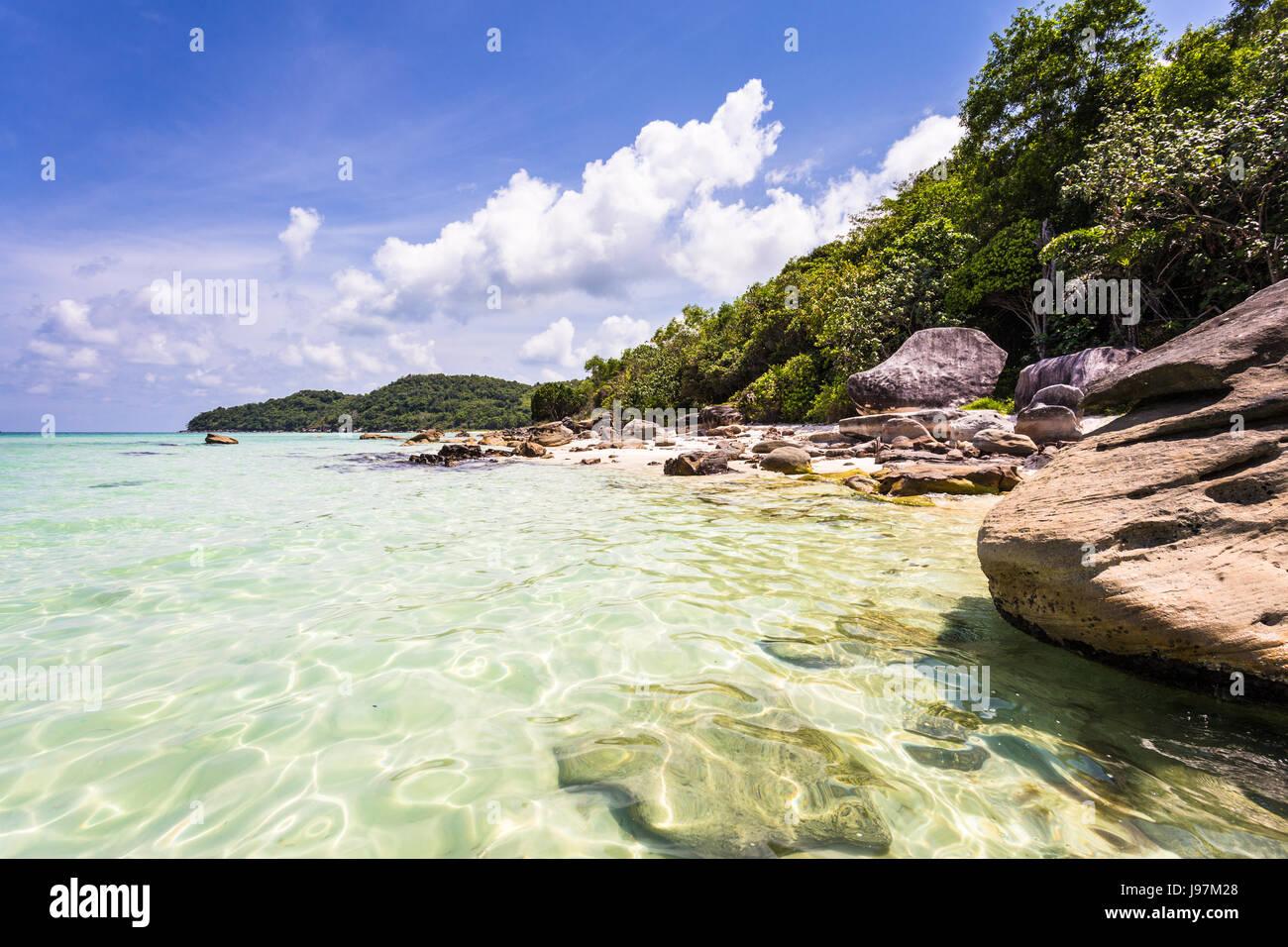 Idílica playa de Bai Sao, que significa arena blanca, en la isla de Phu Quoc populares en el Golfo de Tailandia Foto de stock