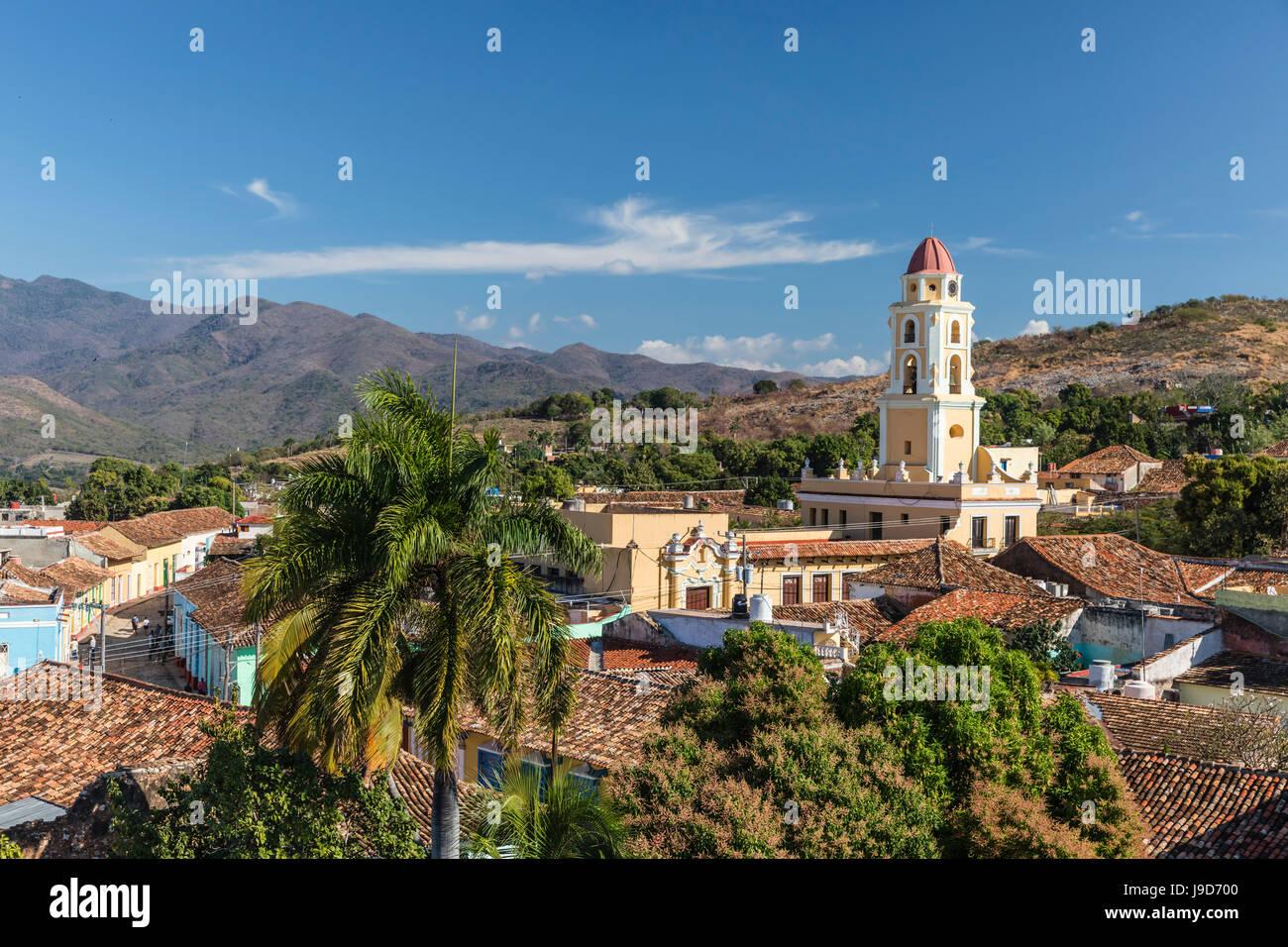 El Convento de San Francisco y la Plaza Mayor, Trinidad, Sitio del Patrimonio Mundial de la UNESCO, Cuba, Las Antillas, Imagen De Stock