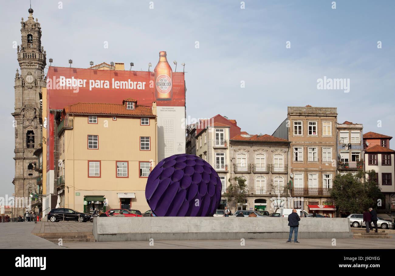 Largo amor de perdição , Plaza de Porto con la Torre de los clérigos a la izquierda - Portugal Imagen De Stock