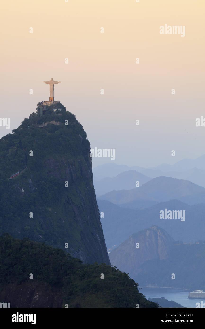 Cristo en el Corcovado en el Parque Nacional de Tijuca en Rio de Janeiro.- El Patrimonio Mundial de la Unesco figuran Foto de stock