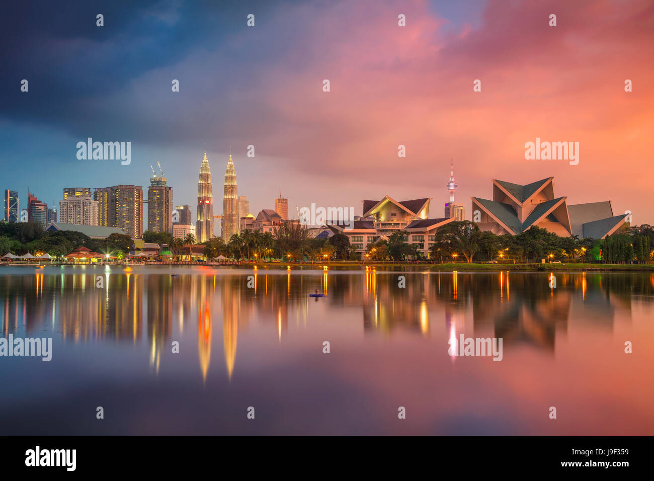 Kuala Lumpur. Imagen del paisaje urbano de Kuala Lumpur, Malasia, durante la puesta de sol. Imagen De Stock