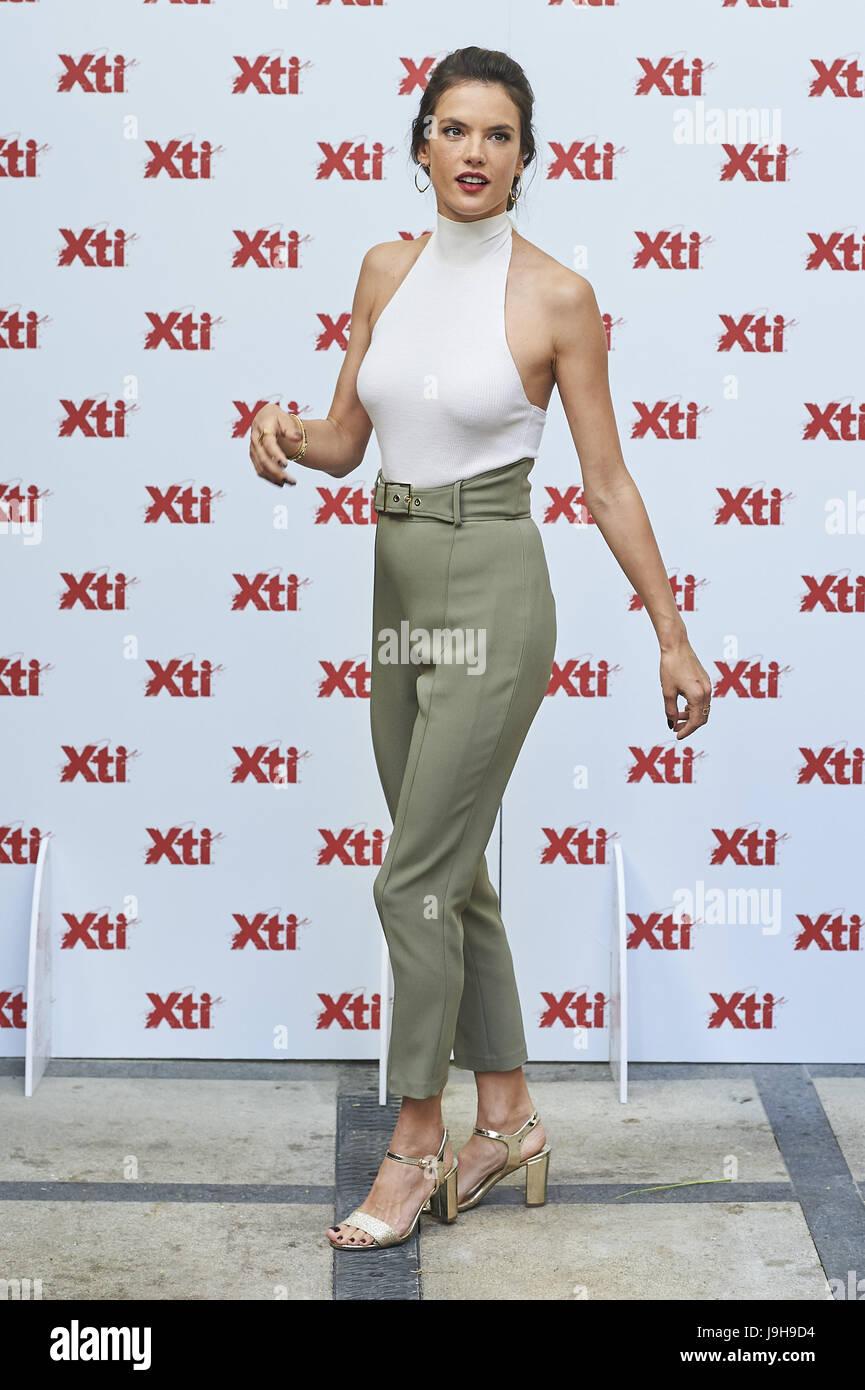 95208161 El 2 de junio de 2017. Alessandra Ambrosio presentó Xti zapatos 2017  colección de verano en el Hotel sólo usted el 2 de junio de 2017 en Madrid,  España.