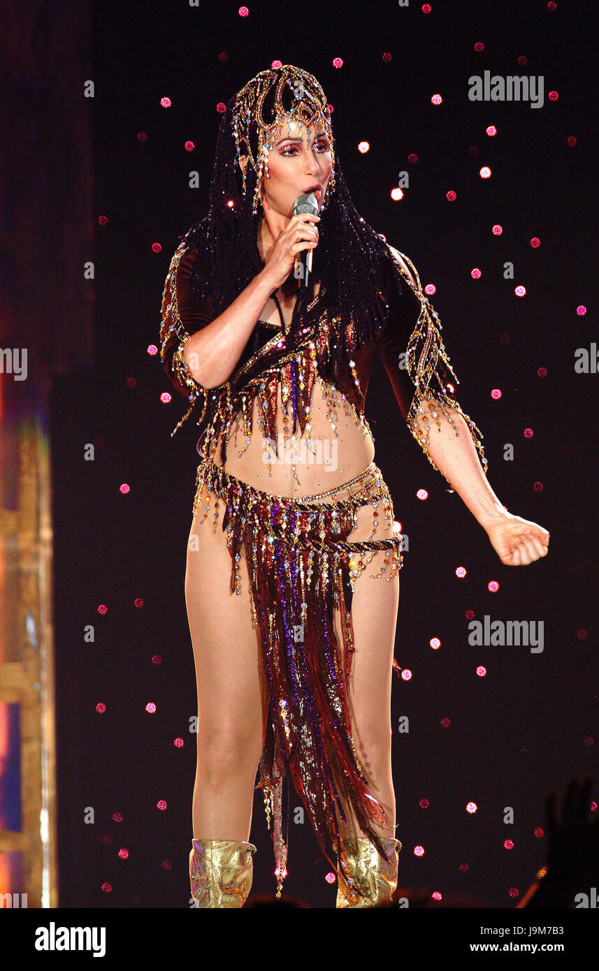 - Realización de Cher en concierto en su gira de despedida en el Wembley Arena en Londres, Reino Unido - 22 Imagen De Stock