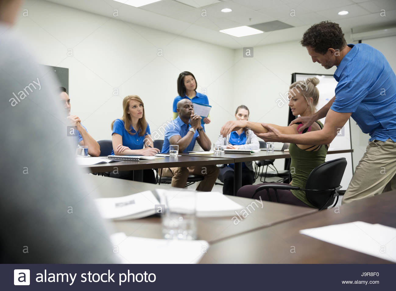 Los fisioterapeutas formación en la sala reunión Imagen De Stock