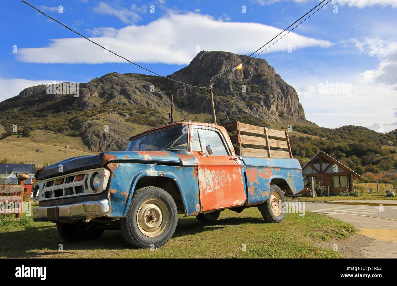 Old vintage clásico camión en El Chalten, Argentina Foto de stock