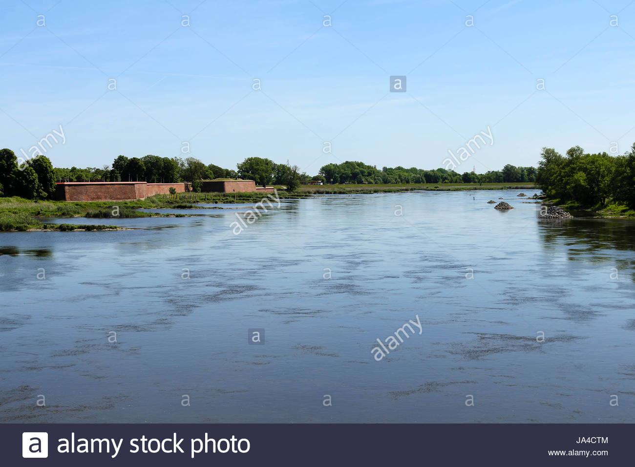 Río Odra / oder marcando la frontera germano-polaca en kostrzyn / kuestrin-kietz Imagen De Stock