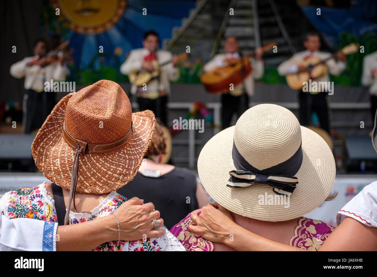 Mexico Straw Hats Mexican Imágenes De Stock   Mexico Straw Hats ... 96e4ba94742