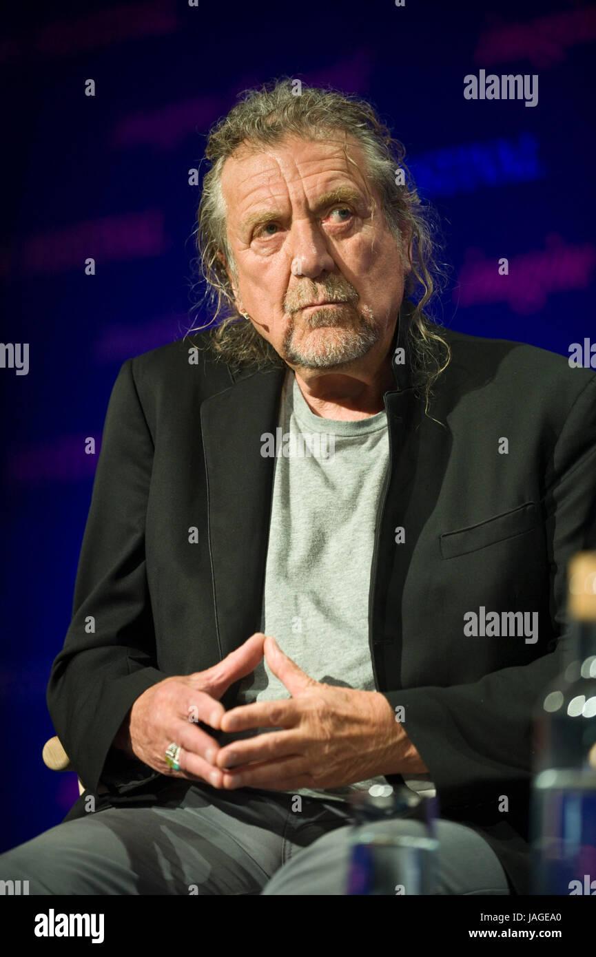 Robert Plant la legendaria cantante y compositora y músico representado sobre el escenario del Hay Festival Imagen De Stock