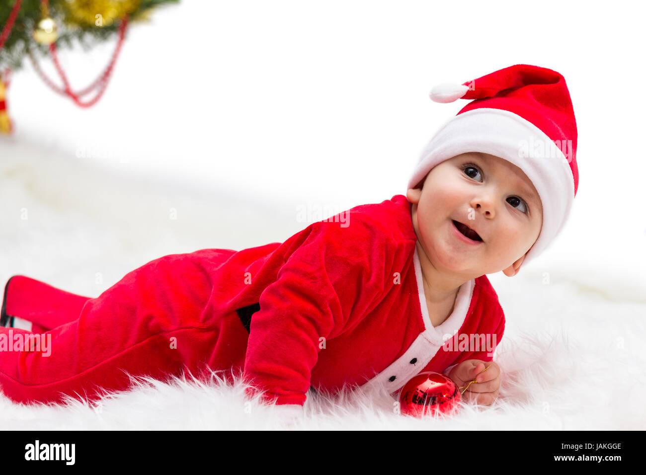 Feliz Sonriente Bebe Acostado Sobre El Estomago Vestidos De Rojo Y - Bebes-vestidos-de-papa-noel