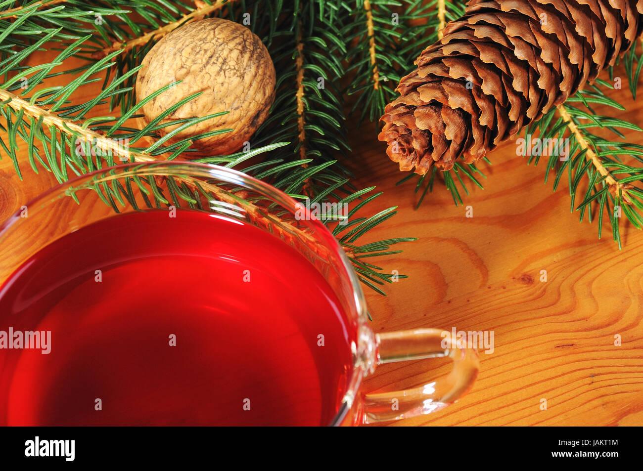 Mit Weihnachtsdekoration Tasse Tee und Holztisch Foto de stock