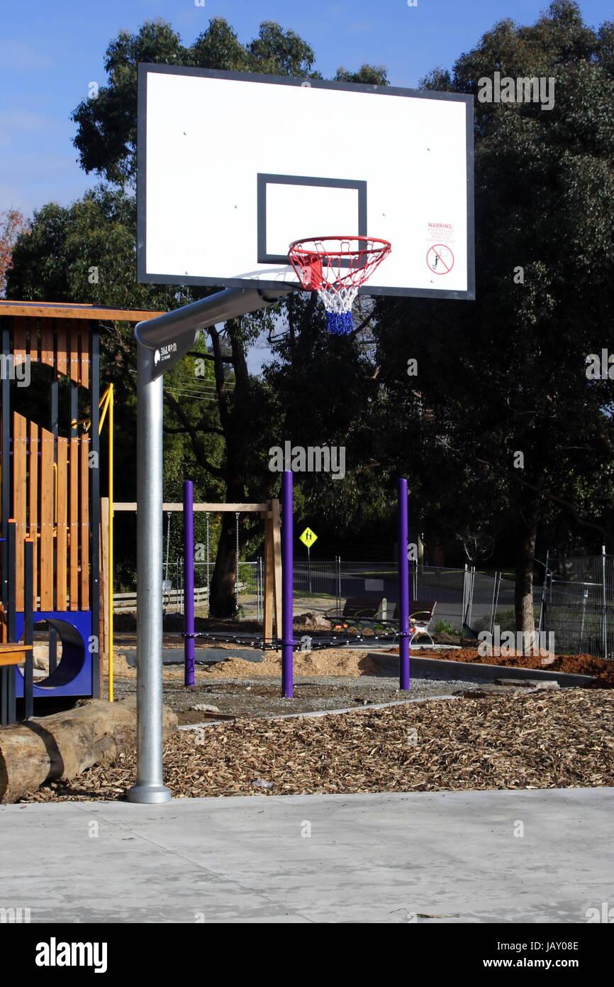 Anillo de baloncesto y tablero exterior Imagen De Stock