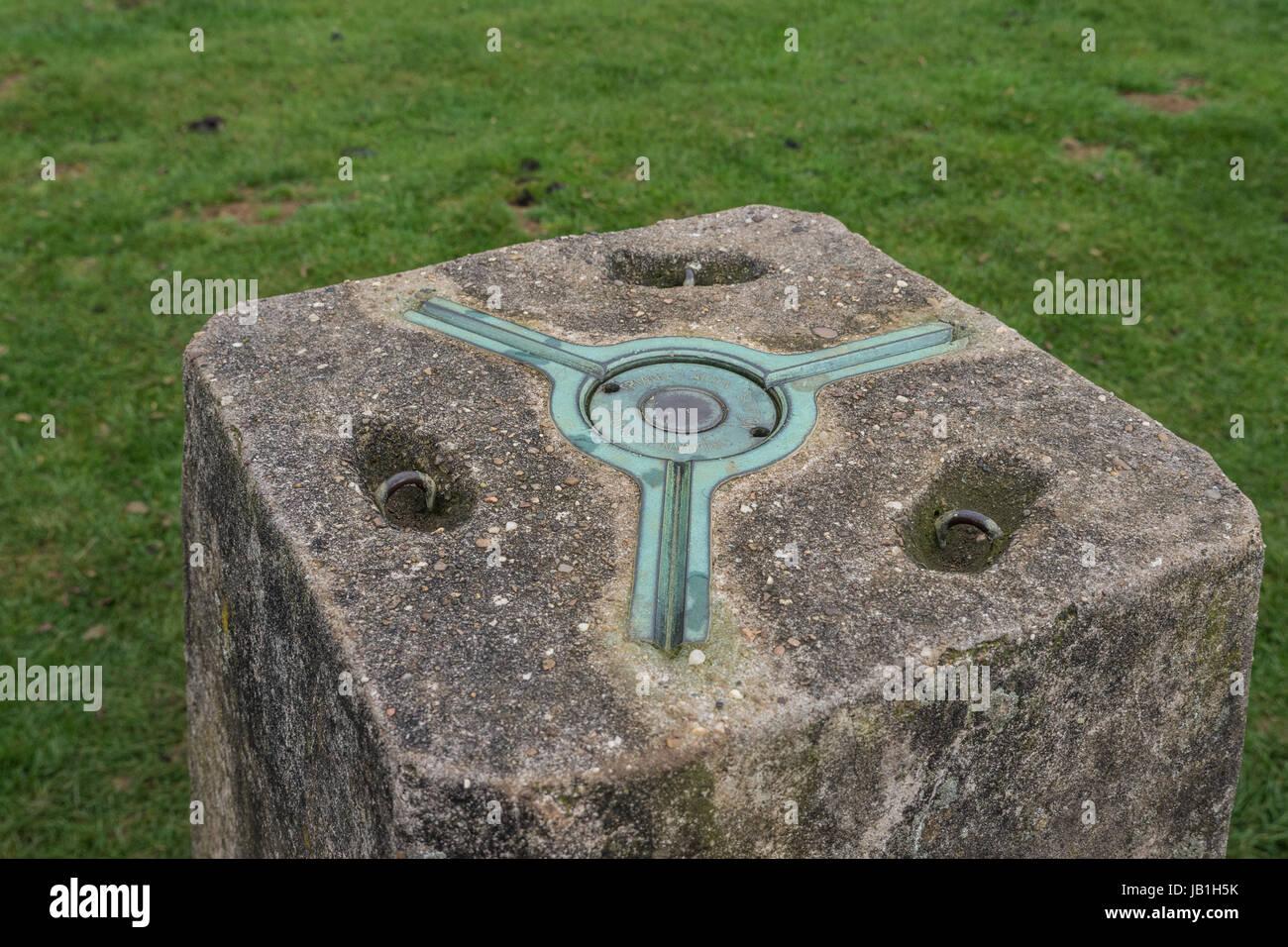 La parte superior de un punto de triangulación, trig point o trig pilar en el Reino Unido y utilizado como Imagen De Stock
