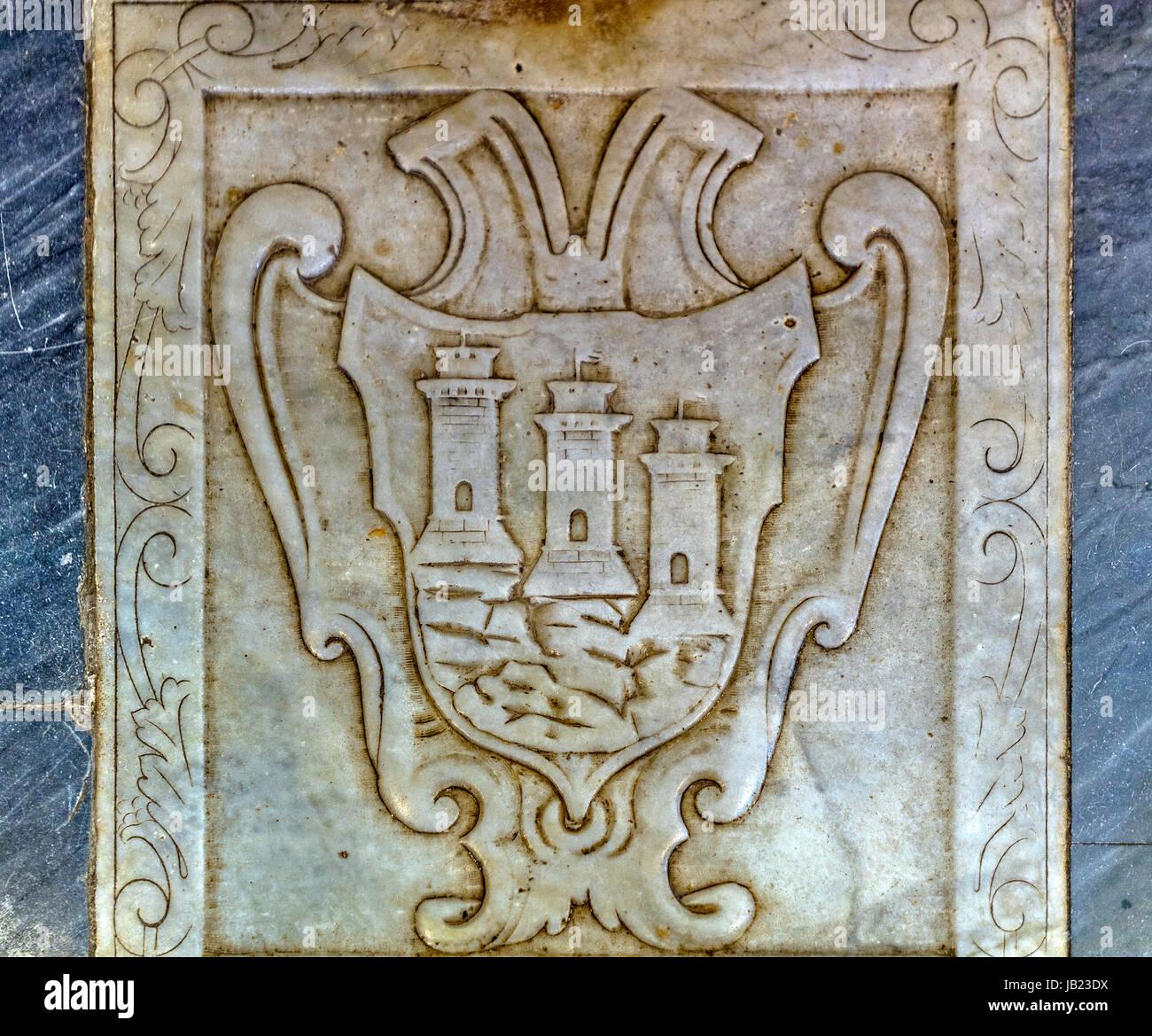 Italia Liguria Portovenere - Basílica de San Lorenzo ( Madonna Bianca Santuario ) - el interior -con el escudo Imagen De Stock