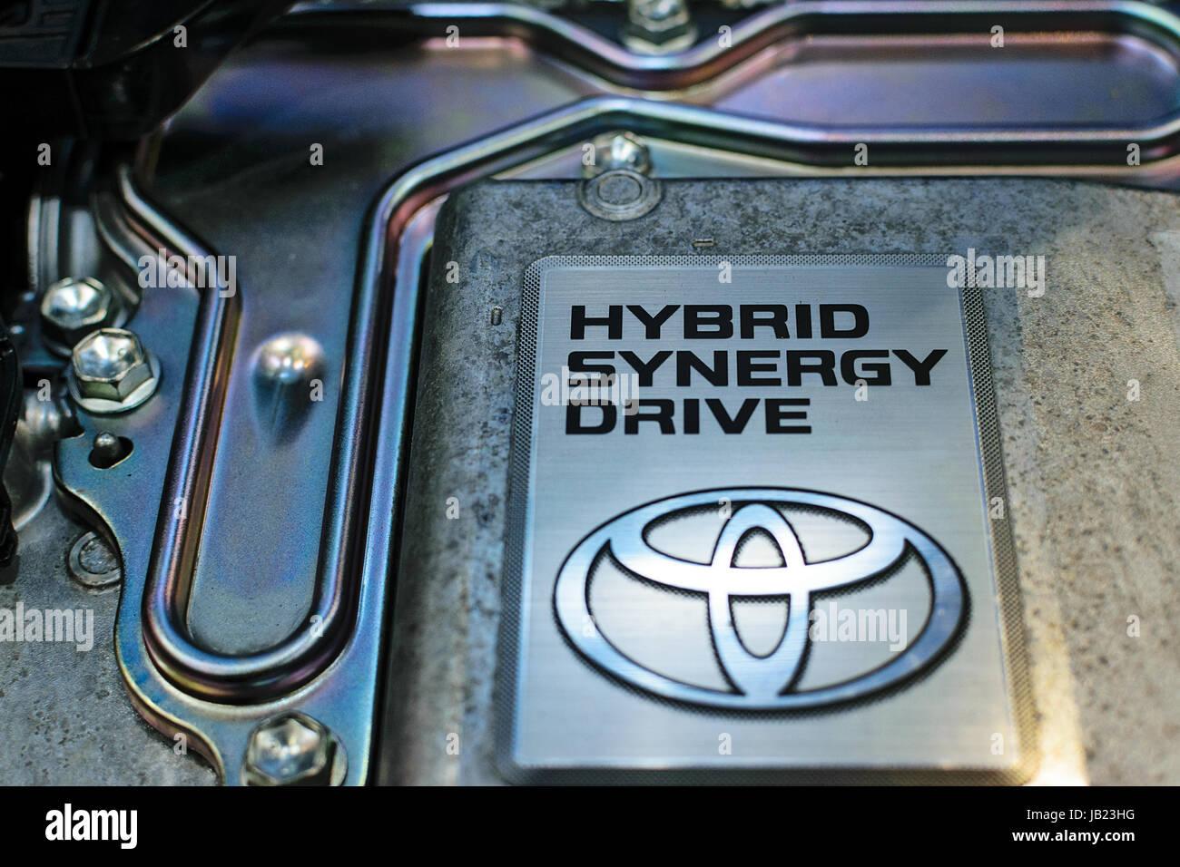 Cracovia, Polonia, 21 de mayo de 2017: Toyota Hybrid Synergy Drive sign-up durante cerca MotoShow en Cracovia. Toyota Imagen De Stock
