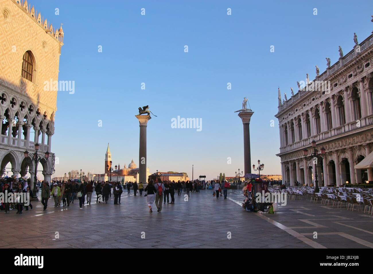 San Marco Lion Statues Imágenes De Stock & San Marco Lion Statues ...