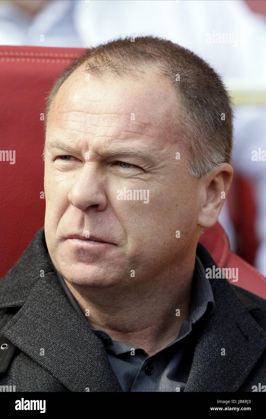 MANO Menezes, entrenador del equipo de fútbol de Brasil Brasil entrenador del equipo de fútbol Emirates Imagen De Stock