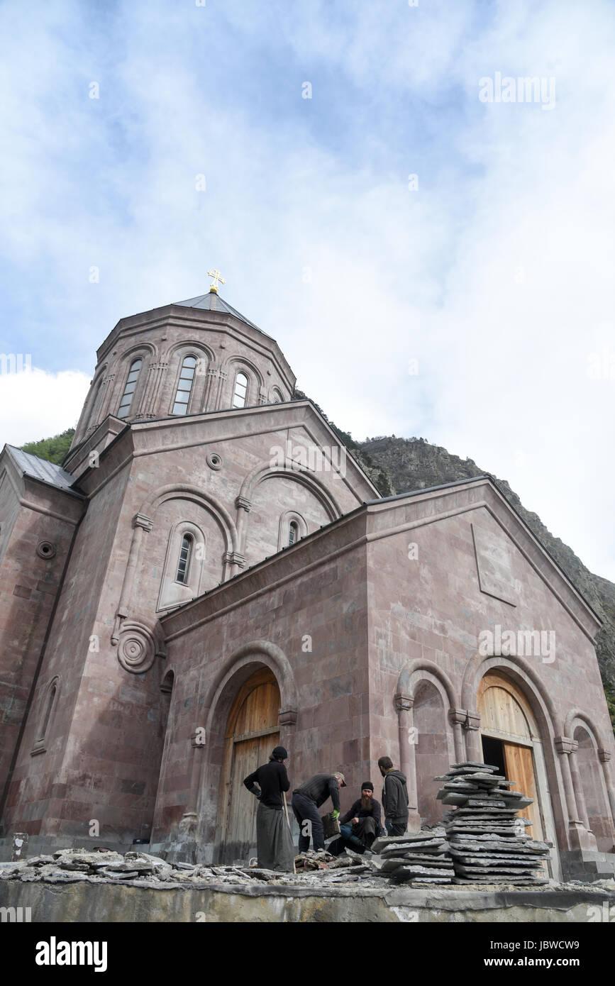 Georgia, Military Highway, Iglesia en la frontera rusa Foto de stock